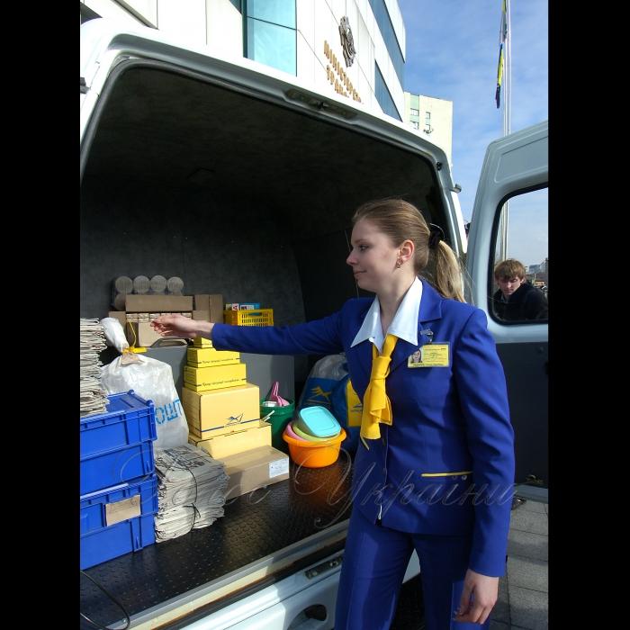 4 березня 2009 біля центрального входу Міністерства транспорту та зв'язку України відбулася презентація пересувної поштової станції та машини кур'єрської пошти.