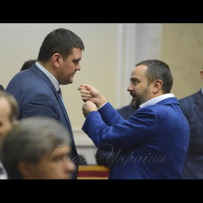 15 березня 2018 сесія Верховної Ради України. Юрій Вознюк НФ, Андрій Павелко БП.