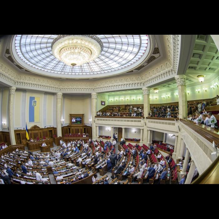 17 травня 2018 сесія Верховної Ради України. В Україні - день вишиванки.
