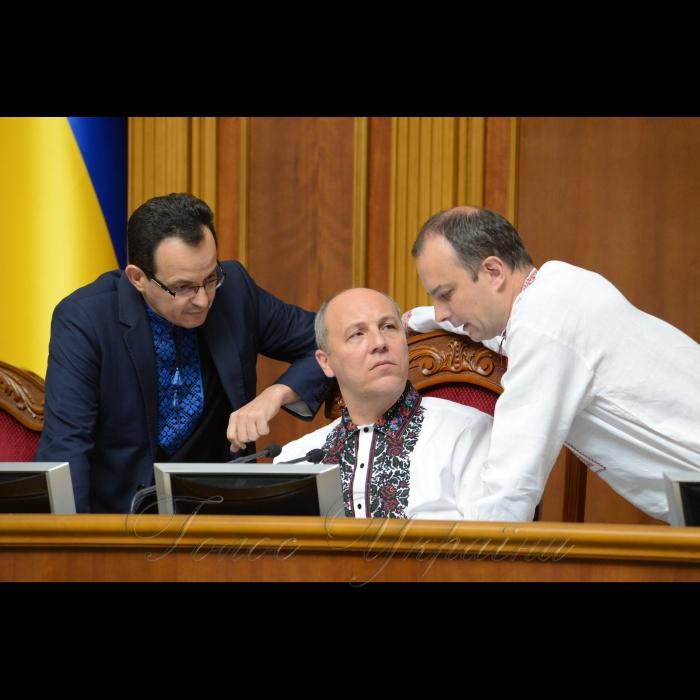 17 мая 2018 сессия Верховной Рады Украины. Олег Березюк САМ, Андрей Парубий, Егор Соболев САМ.