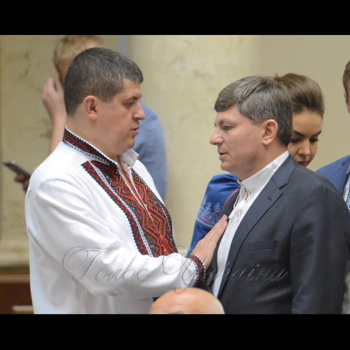 17 мая 2018 сессия Верховной Рады Украины. Максим Бурбак НФ, Артур Герасимов БП.
