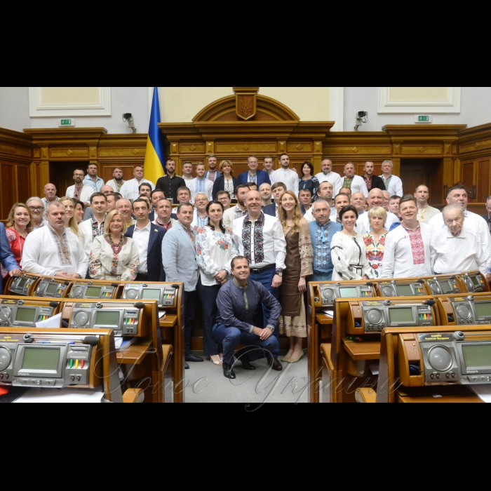 17 мая 2018 сессия Верховной Рады Украины. Памятное фото с днем вышиванки.