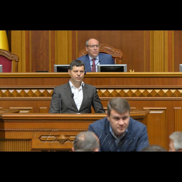 24 травня 2018 сесія Верховної Ради України. Голова комітету Верховної Ради України з питань правової політики та правосуддя Руслан Князевич.