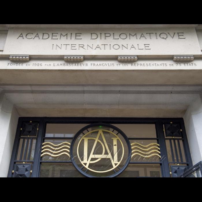 Голова Верховної Ради України Андрій Парубій розпочав візит до Французької Республіки.  Париж. Виступ в Міжнародній дипломатичній академії на тему: «Україна, зовнішні та внутрішні виклики»