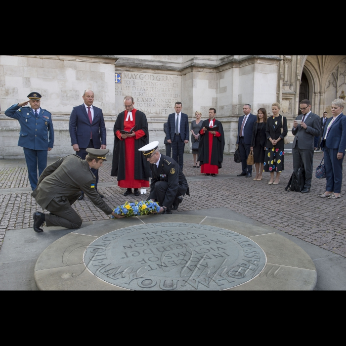 Голова Верховної Ради Андрій Парубій перебуває з візитом у Сполученому Королівстві Великої Британії та Північної Ірландії. Відвідання Вестмінстерського абатства. Церемонія покладання вінка до Меморіалу невинних жертв