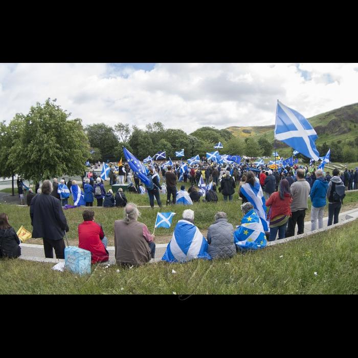 Голова Верховної Ради Андрій Парубій перебуває з візитом у Сполученому Королівстві Великої Британії та Північної Ірландії. Зустріч зі Спікером Парламенту Шотландії К.Макінтошем. Біля будівлі парламенту Шотландії
