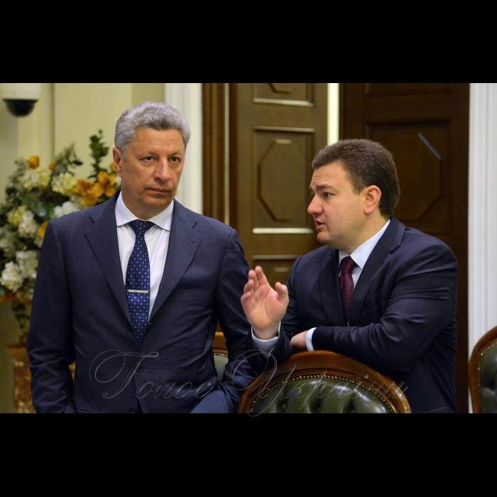 Погоджувальна рада у Верховній Раді України. Юрій Бойко (ОП) Віктор Бондар (Відро)