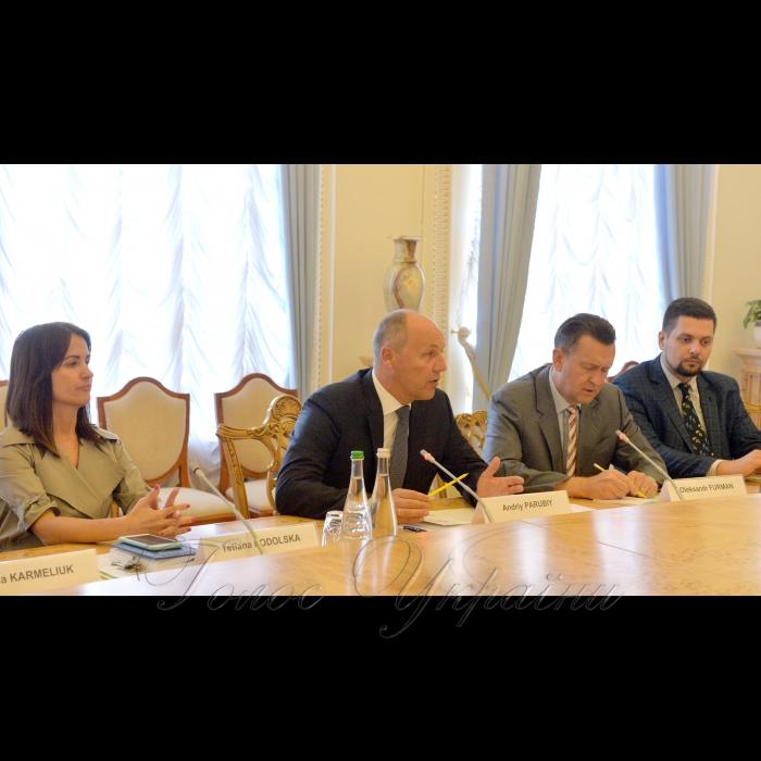 28 серпня 2018 зустріч Голови Верховної Ради Андрія Парубія з делегацією Євразійського центру ім. Діну Патріціу Атлантичної ради. Делегацію очолює Директор центру Джон Едвард Хербст.
