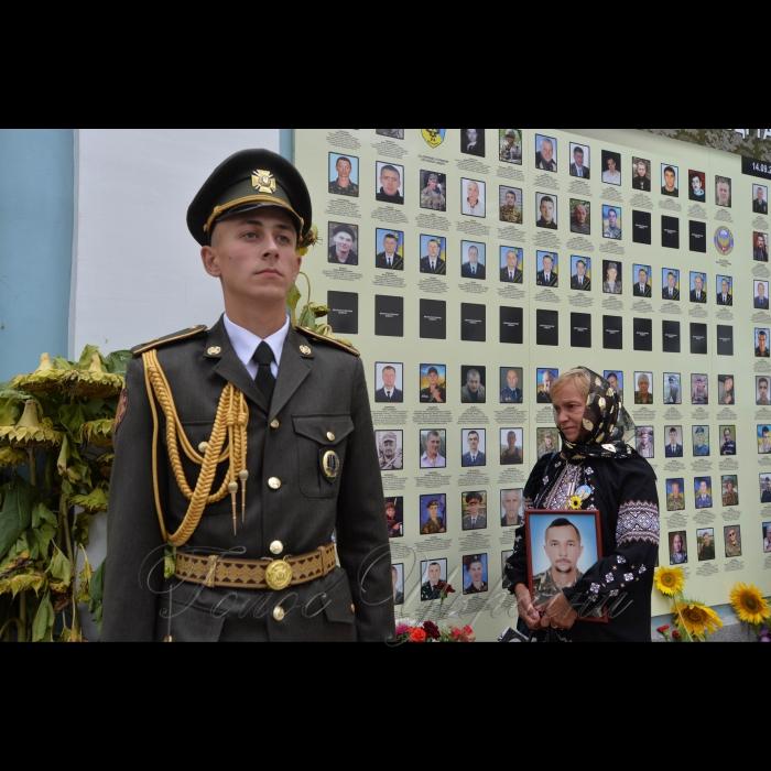 29 серпня 2018 День пам'яті загиблих у російсько-українській війні в Києві біля стіни пам'яті біля Михайлівського собору.