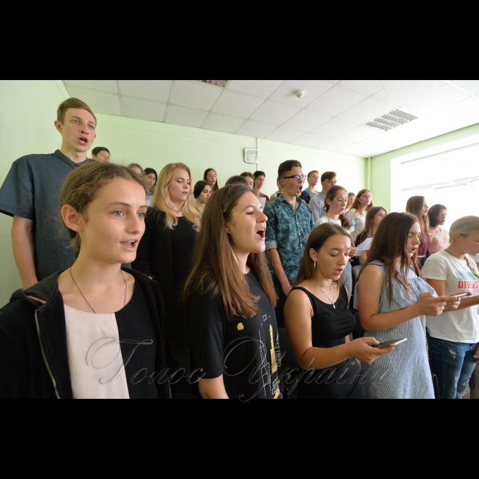 30 серпня 2018 Київський інститут музики ім. Р.М. Глієра сьогодні - це сучасний вищий музичний навчальний заклад, який готує фахівців І-ІV освітньо-кваліфікаційного рівня  На фото: першокурсники  виконують гімн студентів «Гаудеамус».