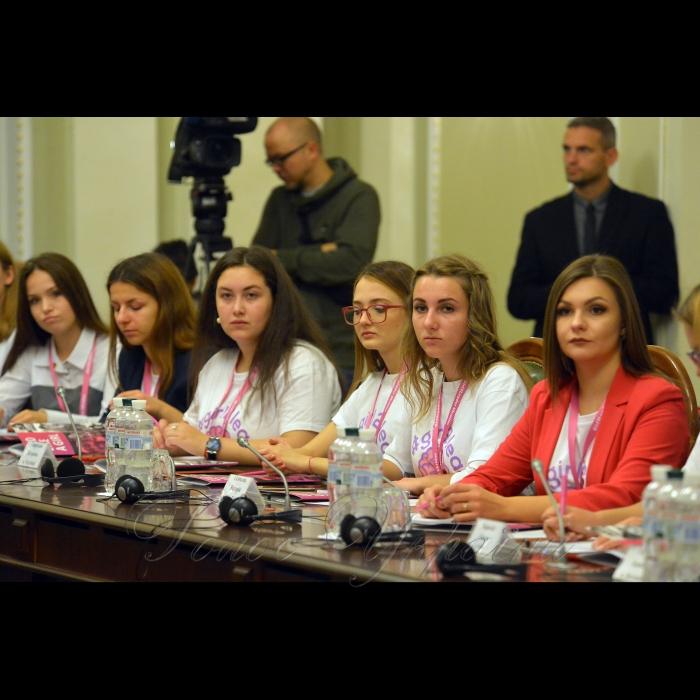 11 ЖОВТНЯ 2018 конференція з нагоди відзначення Всесвітнього дня дівчат. У цей день близько 3 тис. студенток та старшокласниць з усього світу одночасно зустрінуться з жінками - політичними лідерами у парламентах своїх країн та Європарламенті, щоб перейняти їх досвід. Українські дівчата відвідають Верховну Раду та матимуть можливість познайомитися з жінками - народними депутатами з різних фракцій.