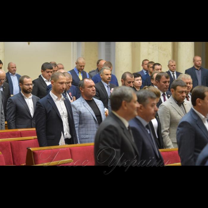 18 жовтня 2018 пленарне засідання Верховної Ради України. Хвилина мовчання. Народні депутати хвилиною мовчання вшанували пам'ять загиблих у трагедії, яка сталася учора в політехнічному коледжі окупованої Керчі.