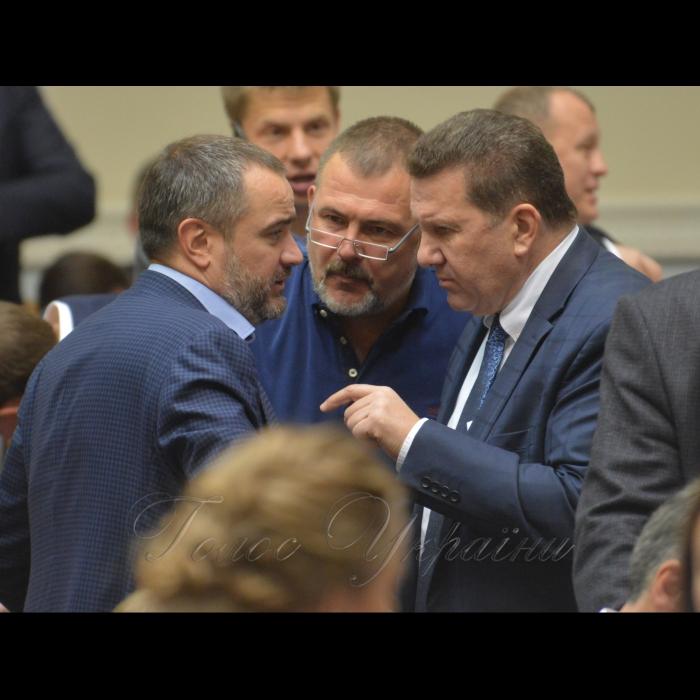 18 жовтня 2018 пленарне засідання Верховної Ради України. Андрій Павелко БП, Юрій Береза НФ, Сергій Куніцин БП.