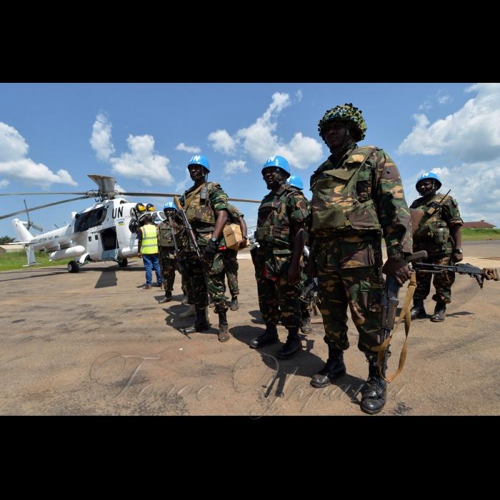 26 жовтня 2018 вертольотчики України у небі Африки. У Демократичній Республіці Конго вже 6-й рік поспіль несуть службу у 18-му окремому вертольотному загоні миротворчих силах ООН (MONUSCO) українські вертольотчики. Всі вони – учасники нашої війни – кажуть, що після їхньої бойової роботи на захисті рідної землі служба в Африці вже не видається такою аж складною, вдома бачили страшніше… Танзанійські миротворці.