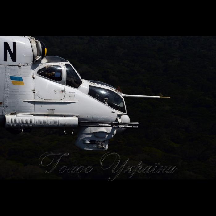 26 жовтня 2018 вертольотчики України у небі Африки. У Демократичній Республіці Конго вже 6-й рік поспіль несуть службу у 18-му окремому вертольотному загоні миротворчих силах ООН (MONUSCO) українські вертольотчики. Всі вони – учасники нашої війни – кажуть, що після їхньої бойової роботи на захисті рідної землі служба в Африці вже не видається такою аж складною, вдома бачили страшніше…