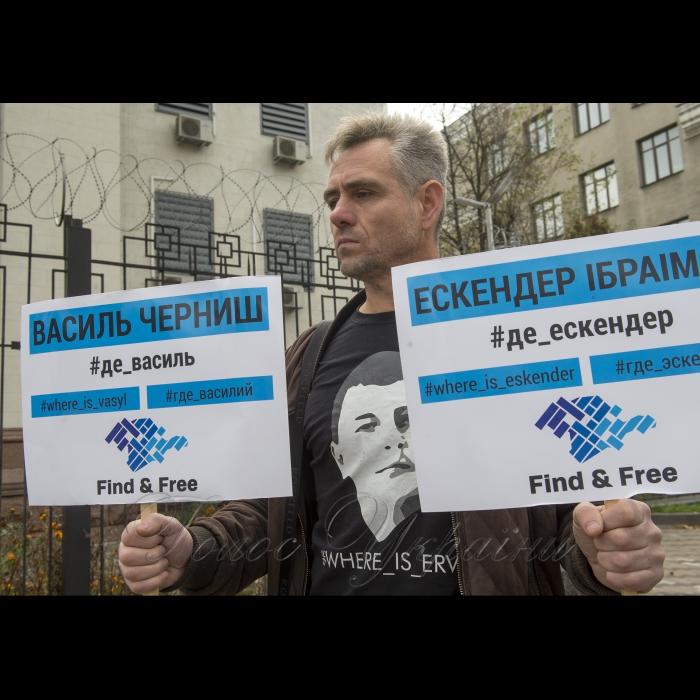 26 жовтня 2018 біля Посольства РФ у Києві відбулася акція активістів ГО КримSOS:
