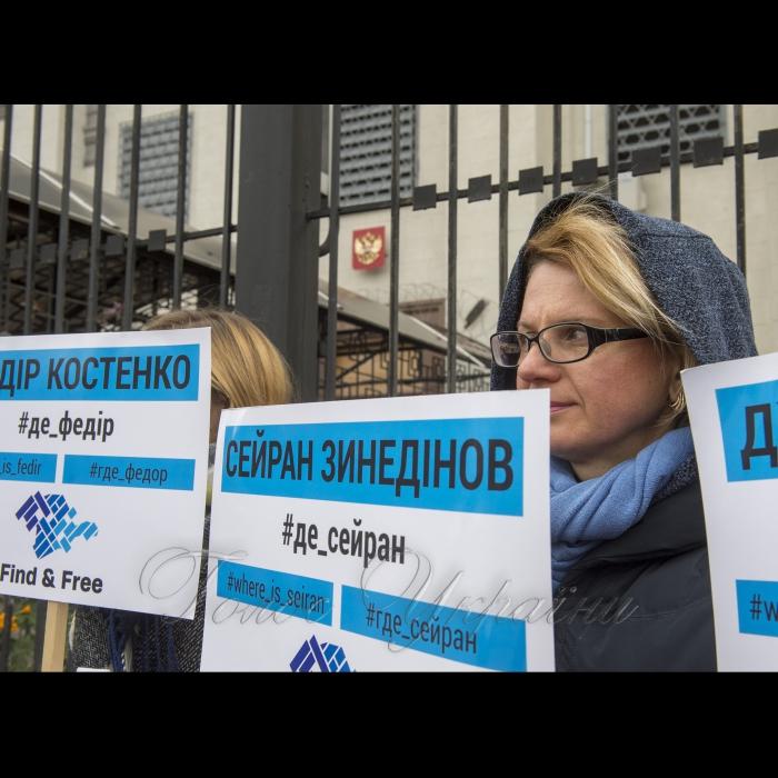 26 октября 2018 возле Посольства РФ в Киеве состоялась акция активистов ОО КримSOS: