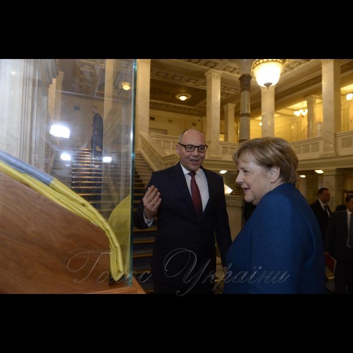 1 листопада 2018 зустріч Голови Верховної Ради України Андрія Парубія та Голів депутатських фракцій Верховної Ради України з Федеральним канцлером Федеративної Республіки Німеччини Ангелою Меркель.