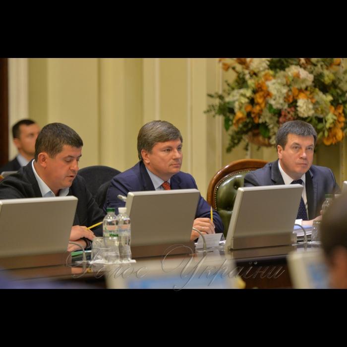 5 листопада 2018 погоджувальна рада депутатських фракцій (депутатських груп) у Верховній Раді України. Максим Бурбак НФ, Артур Герасимов БПП, віце-прем'єр Зубко.