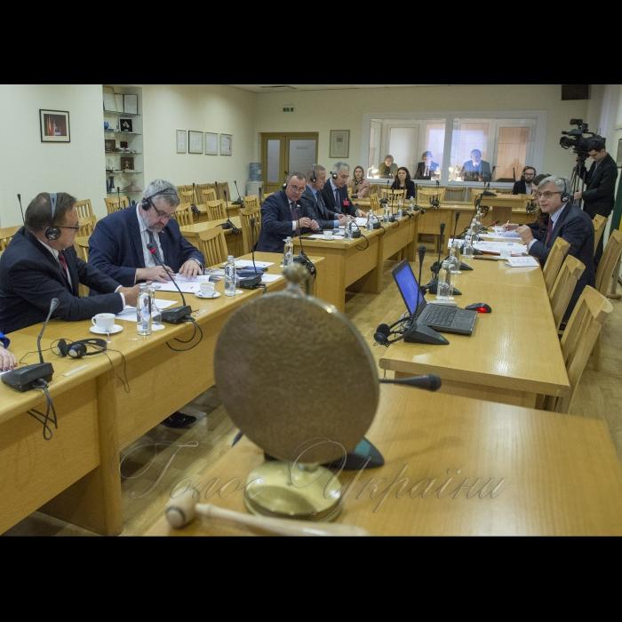 13 листопада 2018 члени делегації Верховної Ради України продовжують працювати за програмою Міжпарламентської асамблеї Сейму Литовської Республіки, Сейму і Сенату Республіки Польща та Верховної Ради України та беруть участь у роботі комітетів асамблеї. Комітет з питань європейської та євроатлантичної інтеграції України. Тема: гібридні загрози; боротьба з пропагандою; військове співробітництво.