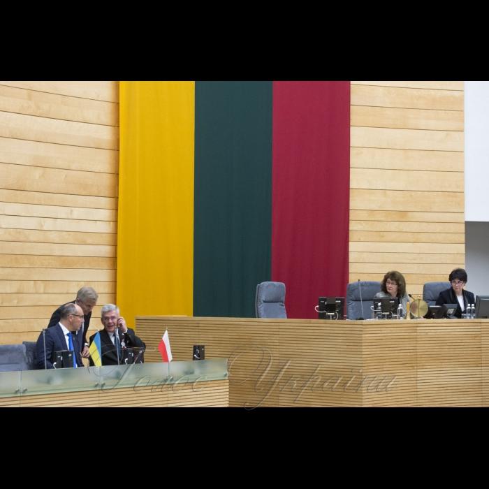 13 листопада 2018 візит Голови Верховної Ради України А.В.Парубія до Литовської Республіки для участі у роботі 9-ї сесії Міжпарламентської асамблеї Сейму Литовської Республіки, Сейму і Сенату Республіки Польща  та Верховної Ради України. Участь Голови Верховної Ради України Андрія Парубія у пленарному засіданні Сейму Литовської Республіки.