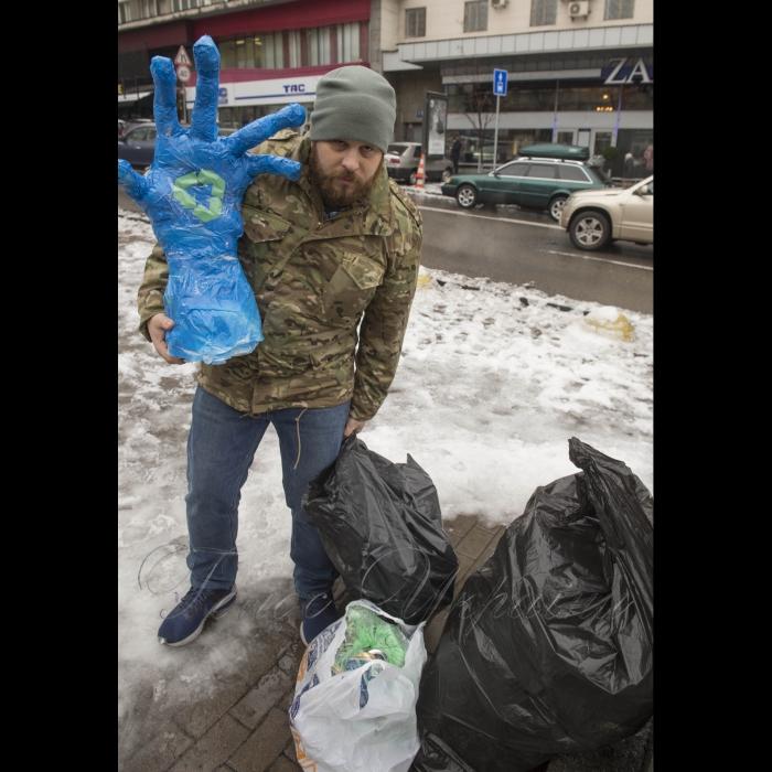 15 ноября 2018 флешмоб, посвященный Recycling_day (день переработки отходов в Украине). Цель - привлечь внимание к отсутствию раздельного сбора и переработки отходов в Украине. Активисты и волонтеры будут собирать пластиковые бутылки и бумагу. Собранные отходы будут переданы на переработку в ООО Киевгорвторресурсы.