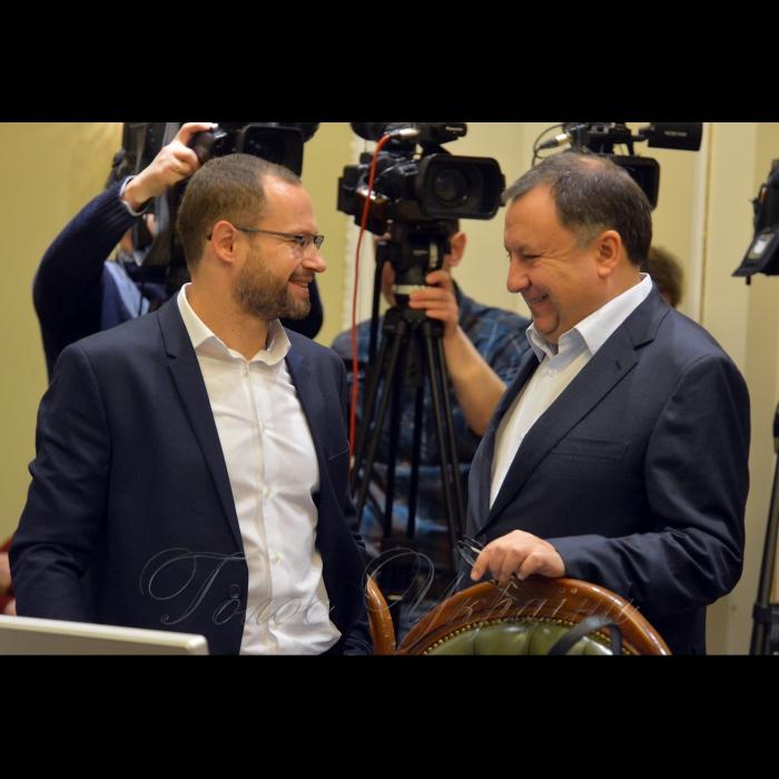 19 ноября 2018 согласительный совет в Верховной Раде Украины. Павел Пинзеник (НФ), Николай Княжицкий (НФ).