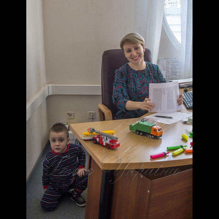 20 листопада 2018 парламентський телеканал «Рада». Тетяна Деркач - Головний редактор парламентського  телеканалу РАДА з синочком Данилком.