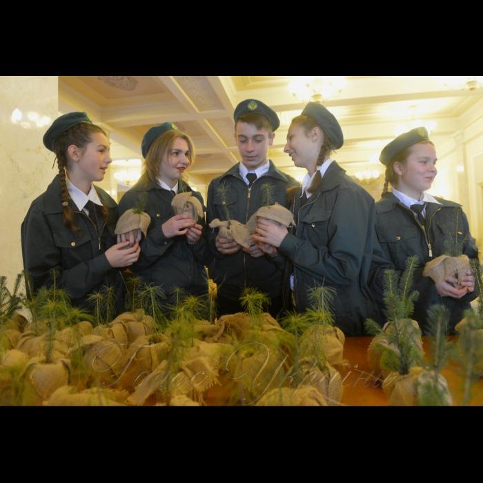 21 листопада 2018 шкільні лісництва Житомирської області презентували у ВР свої здобутки у збереженні поліських лісів. Діти північних віддалених районів області мають змогу бути зайнятими після школи, отримати корисні навички, працювати у лісі. На  території Житомирської області Шкільних лісництв налічується 32 заклади, науково-практичною роботою охоплено близька 700 дітей.