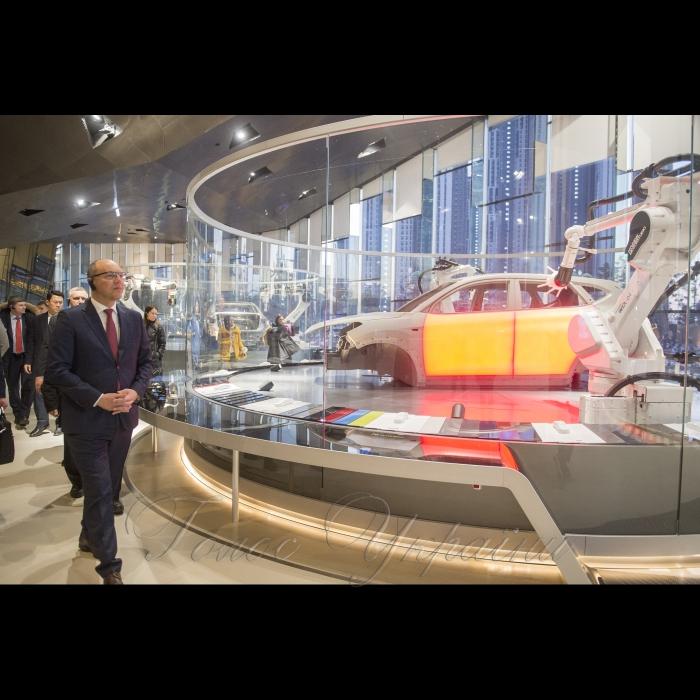13 грудня 2018 офіційний візит Голови Верховної Ради України Андрія Парубія до Республіки Корея. Візит на Хюндай Мотор Студио (шоурум корпорації Хюндай).