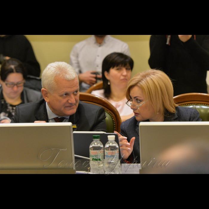 15 січня 2019 погоджувальна рада Верховної Ради України. Оксана Білозір, Олександр Співаковський – обоє БПП.