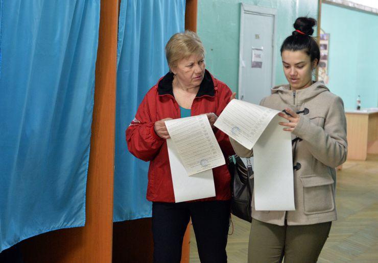 Голосування на виборах Президента України. Виборча дільниця номер 800102 у Києві.