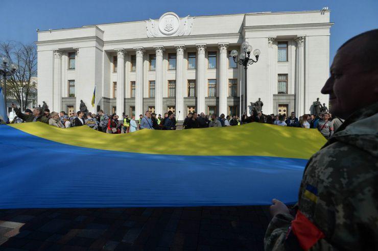 25 квітня 2019 зранку близько 300 осіб зібралося на площі Конституції біля Верховної Ради з метою участі у мітингу з вимогою прийняти закону про функціонування української мови як державної. У цей день Верховна Рада 278 голосами прийняла у другому читанні та в цілому Закон України