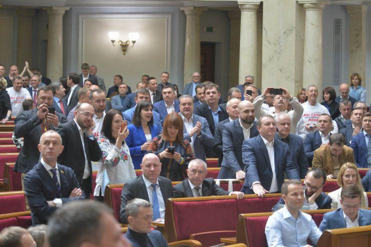 25 квітня 2019 пленарне засідання Верховної Ради України. Верховна Рада 278 голосами прийняла у другому читанні та в цілому Закон України
