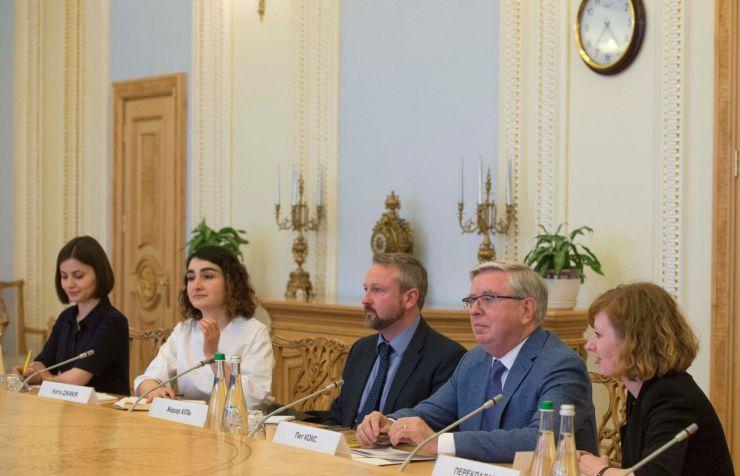 25 квітня 2019 зустріч Голови Верховної Ради України Андрія Парубія з колишнім Президентом Європейського парламенту Петом Коксом.