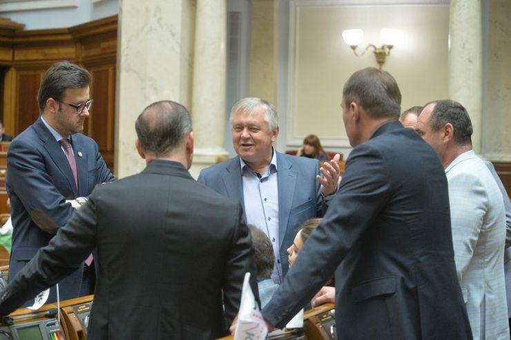 26 квітня 2019 пленарне засідання Верховної Ради України. Головуючий надав слово для заяви від фракцій політичної партії