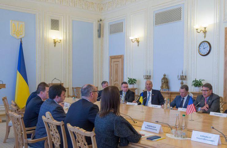 20 травня 2019 зустріч Голови Верховної Ради України Андрія Парубія з міністром енергетики США Р. Перрі.