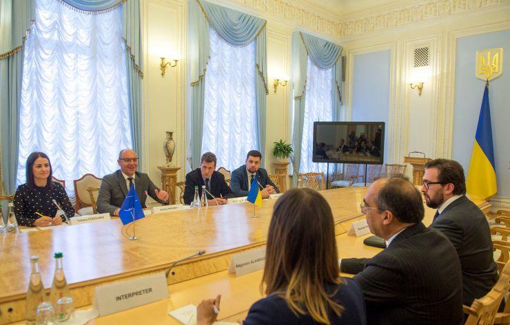 21 травня 2019 зустріч Голови Верховної Ради України Андрія Парубія із Заступником Генерального секретаря НАТО з політичних питань та політики безпеки Послом Алехандро Альваргонсалесом.