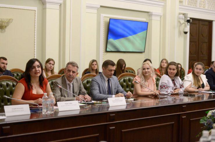 18 липня 2019 урочиста церемонія закриття Програми стажування молоді в Апараті Верховної Ради України у 2019 році та Програми стажування випускників німецьких ВНЗ в Апараті Верховної Ради України.