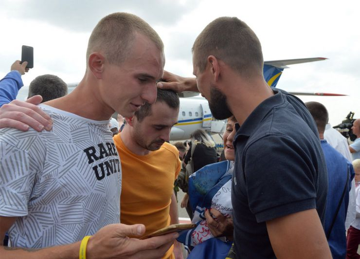 7 вересня 2019 у Київ в аеропорт Бориспіль прилетіли з московського полону 35 українських заручників, серед них 24 моряки захоплених суден у Керченській протоці.