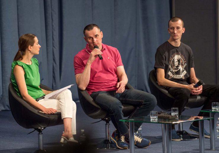 Прес-конференція Олега Сенцова та Олександра Кольченка в Києві. На фото: правозахисниця, учасник Революції Гідності, координатор громадської ініціативи