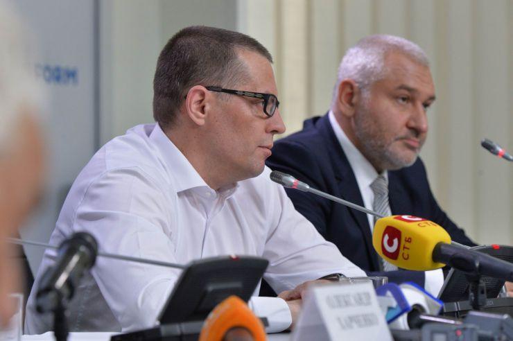 Прес-конференція звільненого журналіста Романа Сущенка.