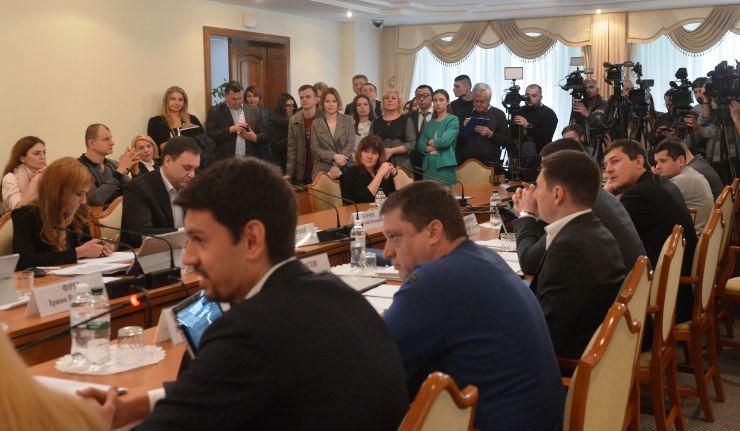 Комитет по вопросам предотвращения и противодействия коррупции заслушал отчет директора Национального антикоррупционного бюро Украины Артема Сытника о деятельности возглавляемого им органа в течение предыдущих шести месяцев (II полугодие 2019).
