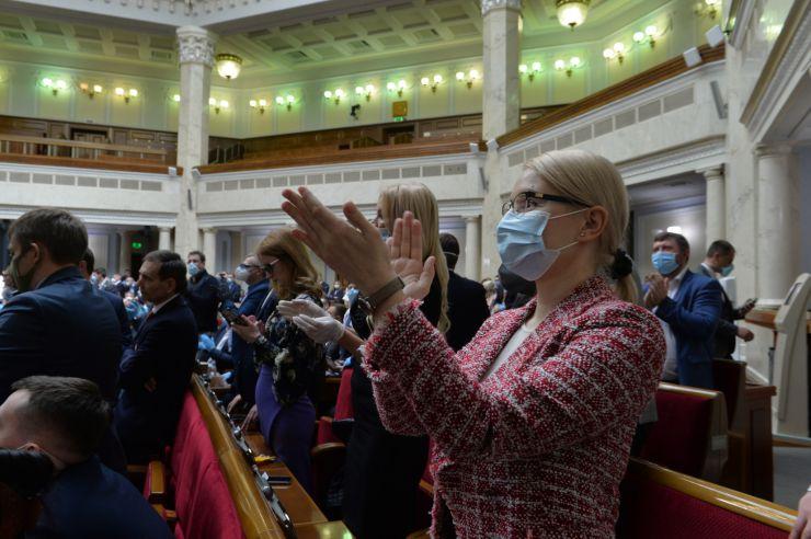 Позачергове засідання Верховної Ради.  Головуючий оголосив про розгляд на вимогу 153-х народних депутатів пропозиції про застосування особливої процедури розгляду законопроектів у ІІ читанні, передбаченої статтею 119-1 Закону України
