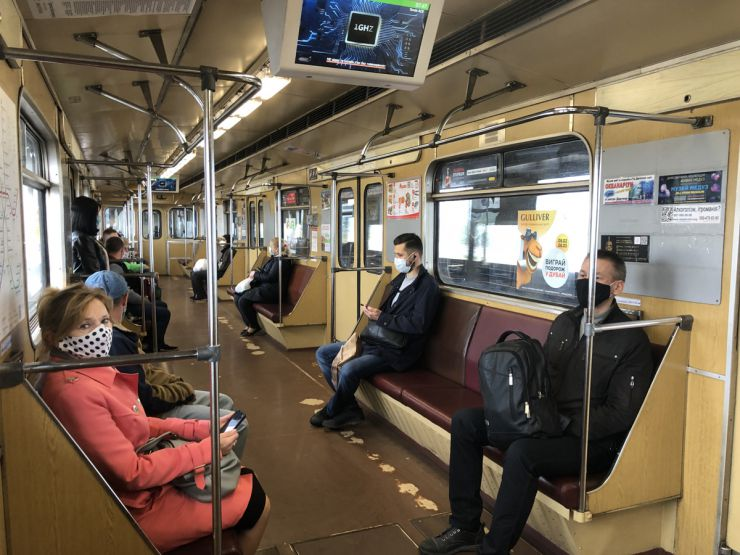 У Києві після карантинного обмеження відкрилося метро