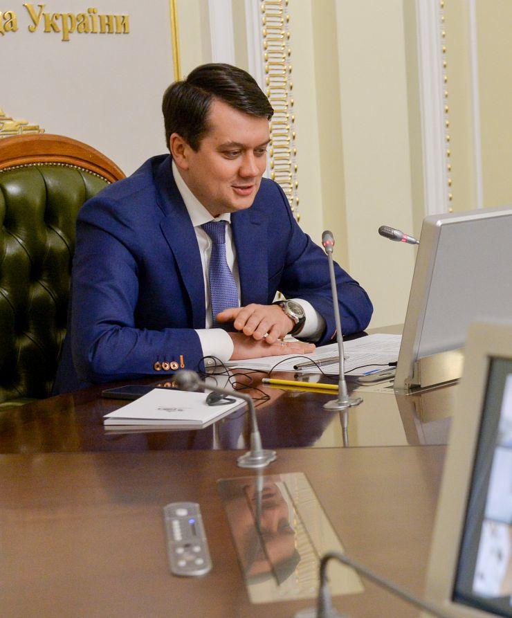 Зустріч Голови Верховної Ради України Дмитра Разумкова із колишнім Президентом Європейського Парламенту Петом Коксом у форматі відеоконференції