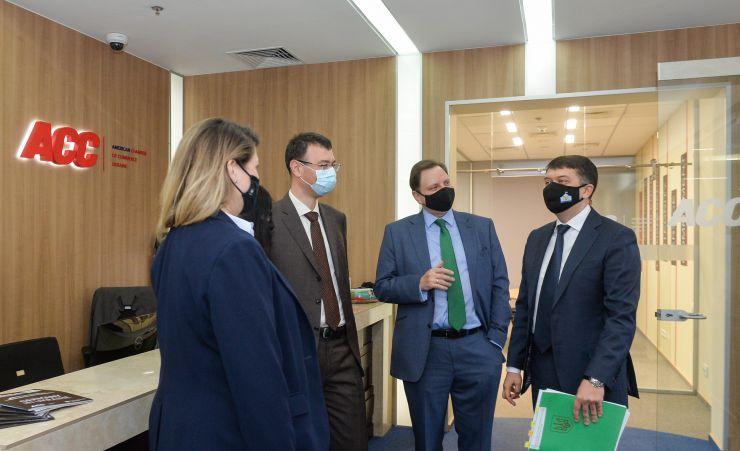 Председатель Верховной Рады Украины Дмитрий Разумков встретился с Представителями Американской торговой палаты. Место - Офис Американской торговой палаты.