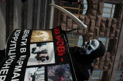 Біля КМДА відбулась акція «Адміністрація смерті», організована громадською ініціативою «Форум допомоги тваринам», з приводу незаконного та варварського масового отруєння тварин у м. Києві.