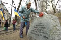 У Києві, у сквері імені В. Чорновола, біля пам'ятного знаку відбувся мітинг з нагоди 18-ї річниці референдуму за Незалежність та молебень за Україну.