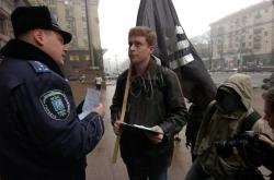 Громадська ініціатива «Чорний Комітет» провела пікетування Київради, в ході якого буде перекрито вхід чиновників до будівлі.